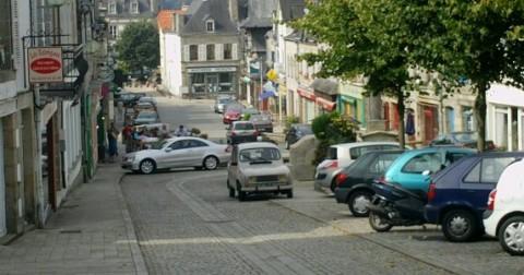 La rue principale de Guémené sur scorff
