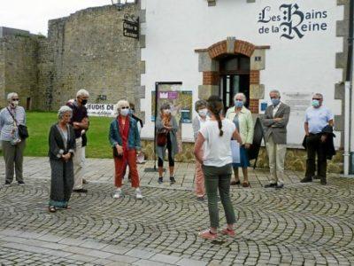 Les visiteurs ont découvert les anciens étals qui jalonnaient la ville en compagnie de Caroline Le Beller.